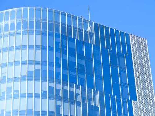 【中东幕墙】追寻科技改变-隐框玻璃幕墙工程做人造瀑布装饰