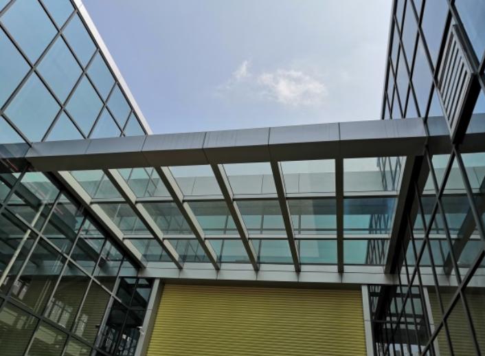 深圳盐田玻璃幕墙安装公司