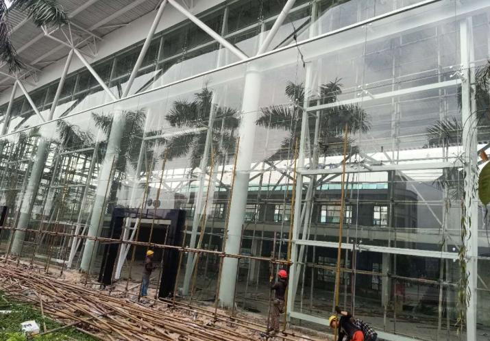 深圳松岗点式玻璃幕墙安装公司