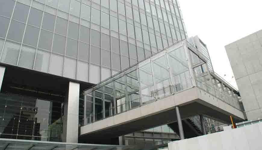 日本八重洲地铁站玻璃幕墙