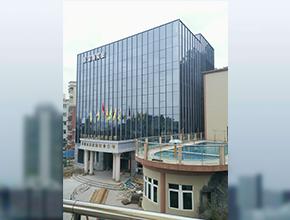 深圳市泽深海实业公司竖明横隐玻璃幕墙